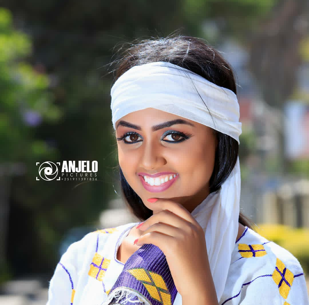 received 1714235298596562 1 - The Best Ethiopian Artist Christmas Photo 2010